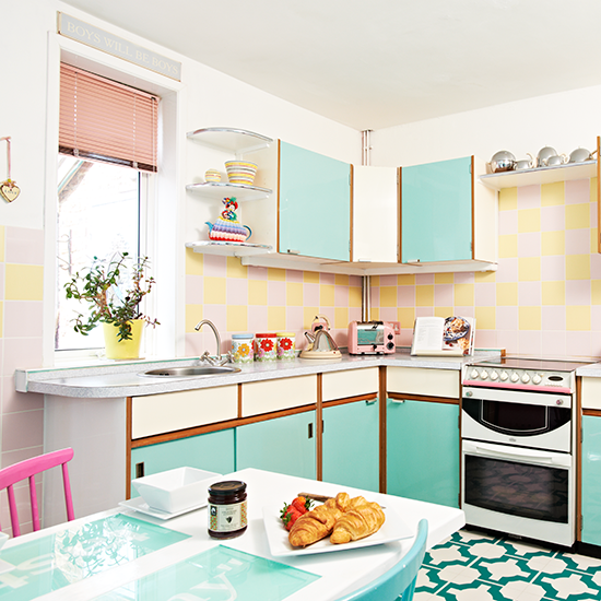Corner---Retro-kitchen---PHOTO-GALLERY---Style-at-Home---Housetohome-.png